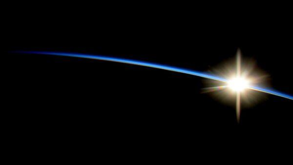 Астронавт НАСА Рид Вайзман сфотографировал восход с Международной космической станции