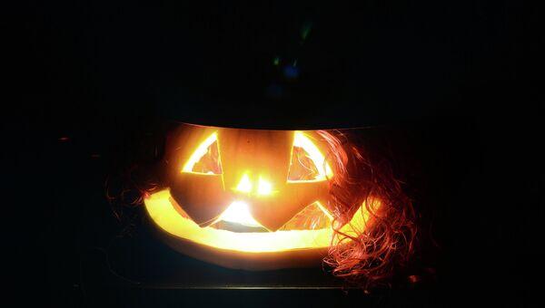 Празднование Хеллоуина. Архивное фото