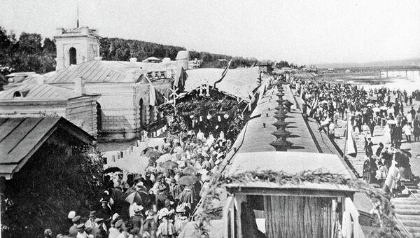 Репродукция фотографии Встреча первого поезда в Иркутске