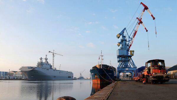 Десантный корабль Владивосток класса Мистраль в доках французской компании SNX France. Архивное фото