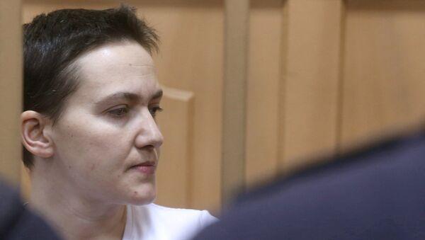 Украинская летчица Надежда Савченко в зале суда. Архивное фото