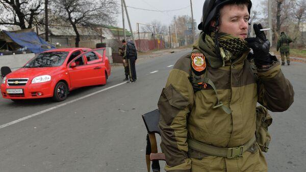 Ополченцы на блокпосту ДНР в Донецке. Архивное фото