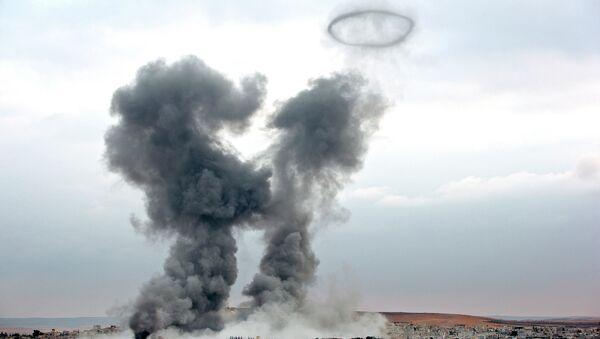 Дым над городом Кобани, Сирия, после авиаударов военно-воздушных сил США. Архивное фото