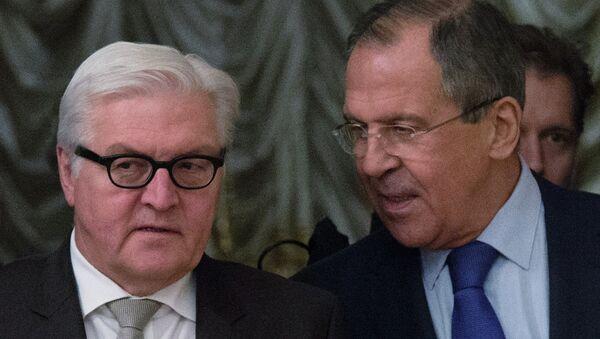 Главы МИД Германии и России Франк-Вальтер Штайнмайер (слева) и Сергей Лавров. Архивное фото