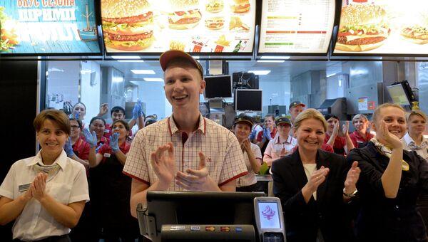 Ресторан McDonald's на Пушкинской площади возобновил свою работу