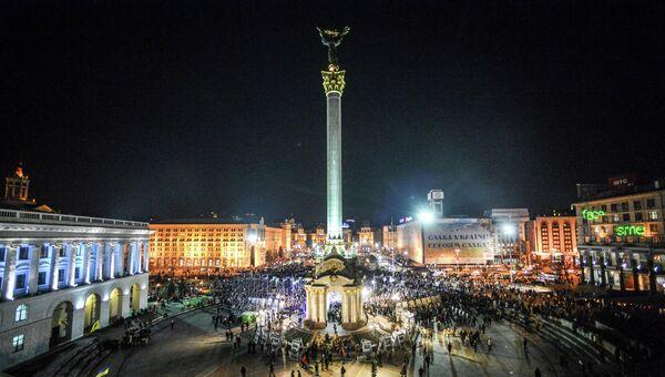 Киевляне во время памятных мероприятий, посвященных годовщине начала событий на площади Независимости в Киеве. Архив