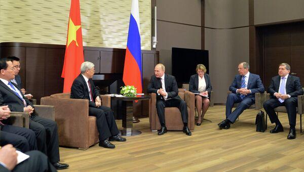Владимир Путин провел встречу с Нгуен Фу Чонгом