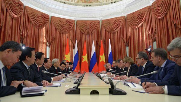 Д.Медведев провел переговоры с Н.Ф.Чонгом