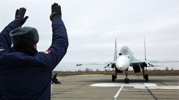 Один из самолетов Су-27СМ, прибывший в расположение 62-го истребительного авиаполка 27-й смешанной авиадивизии ВВС России, базирующийся на аэродроме Бельбек под Севастополем