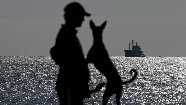 Буксировка судна с сотнями нелегальных мигрантов в Греции