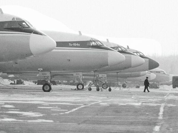 Стоянка самолетов ТУ-154Б в Хабаровском аэропорту. 1981 год