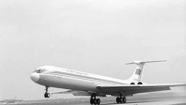Советский пассажирский самолет Ил-62М. Архив