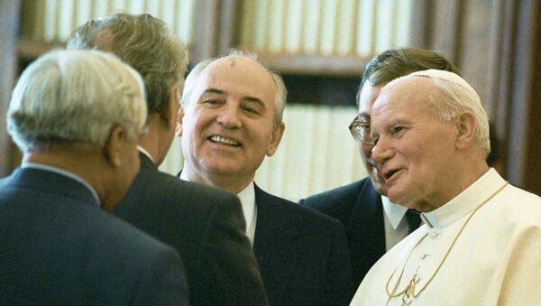 Михаил Горбачев и Папа Римский Иоанн Павел II, архивное фото