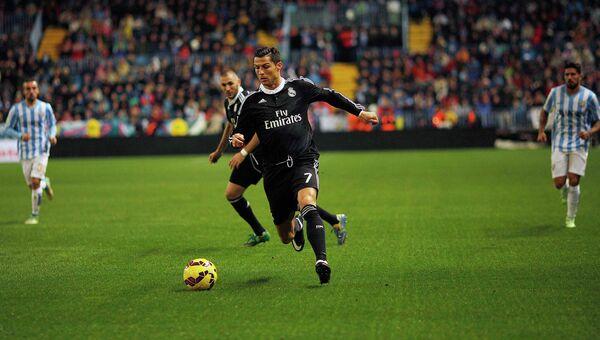 Нападающий мадридского Реала Криштиану Роналду в матче против Малаги
