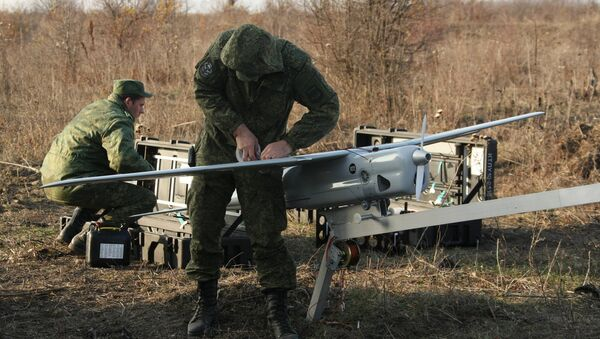 Техники инженерных войск Южного военного округа собирают беспилотный аппарат Орлан-10. Архивное фото