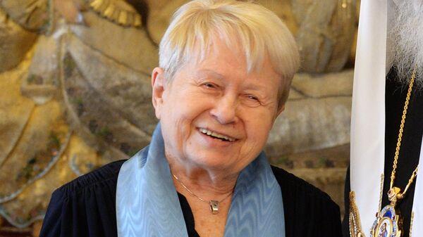 Патриарх Кирилл наградил композитора А.Пахмутову орденом княгини Ольги