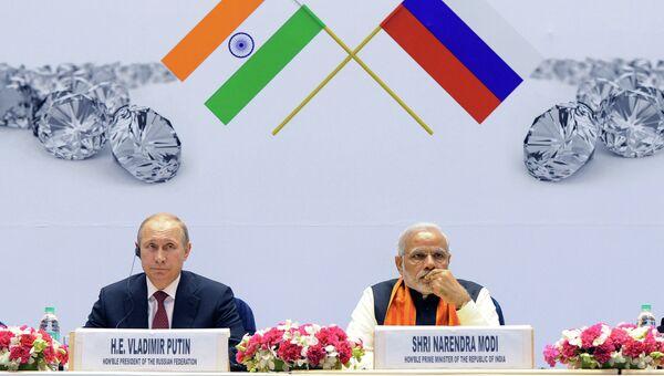 Президент России Владимир Путин и премьер-министр Индии Нарендра Моди во дворце науки Вигьян Бхаван в Нью-Дели, Индия. Архивное фото