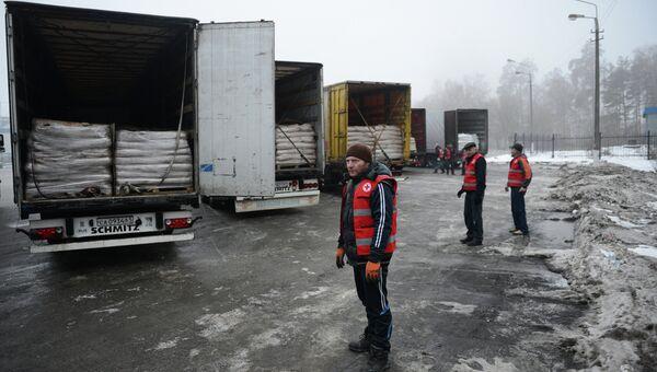 Гумколонна Московского Красного Креста. Архивное фото