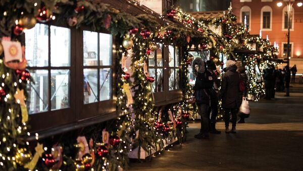 Новогодние украшения на Тверской площади Москвы. Архивное фото
