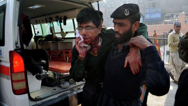 Студент, получивший ранение в результате захвата боевиками военного училища в Пакистане