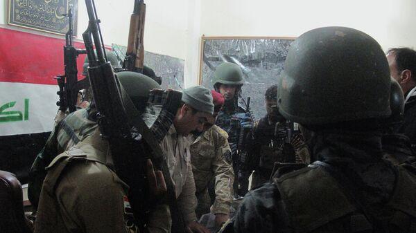 Иракские силы безопасности во время обсуждения боевого плана. Архивное фото