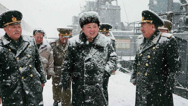 Северокорейский лидер Ким Чен Ын инспектирует корабль Корейской Народной Армии