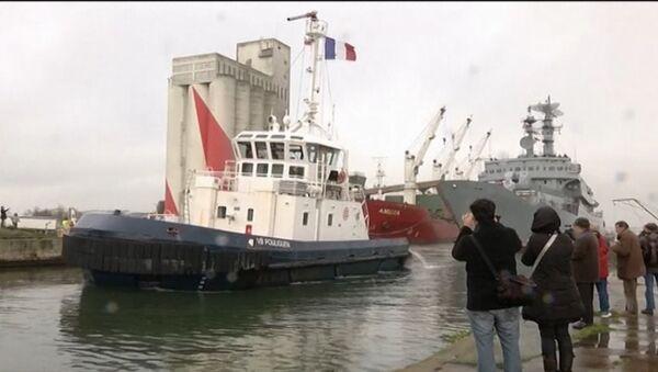 Российские экипажи Мистралей покинули Сен-Назер на корабле Смольный