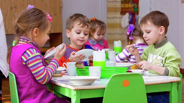 Обед в детском саду. Архивное фото