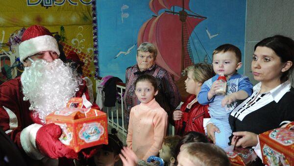 Новогодняя елка для детей беженцев с Украины в Ростовской области. Архивное фото
