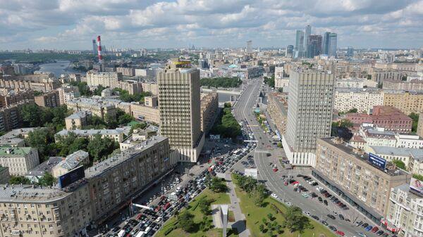Вид на улицу Смоленская, гостиницу Белград, Бородинский мост и Смоленскую-Сенную площадь с крыши здания МИД РФ