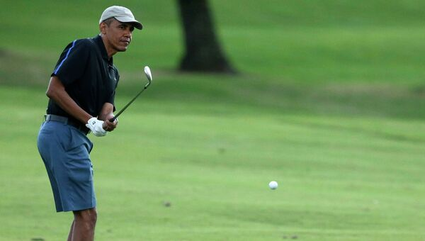Барак Обама за игрой в гольф