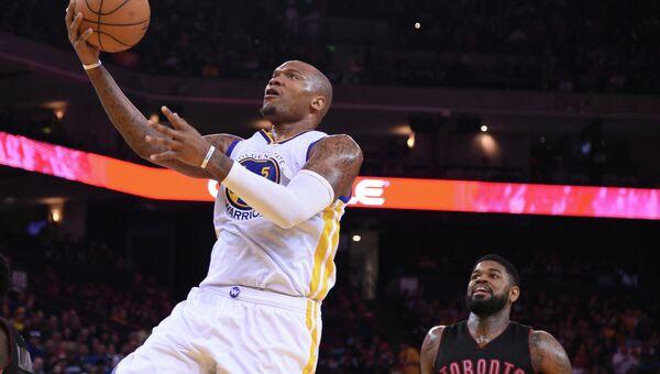 Голден Стэйт нанес поражение Торонто в матче регулярного чемпионата НБА