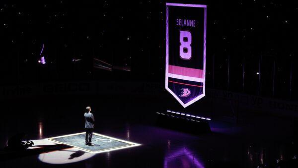 Клуб НХЛ Анахайм вывел из обращения восьмой номер форварда Селянне