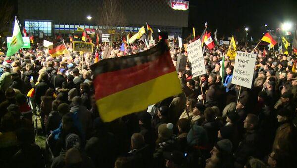 Десятки тысяч людей вышли на антиисламские марши в городах Германии