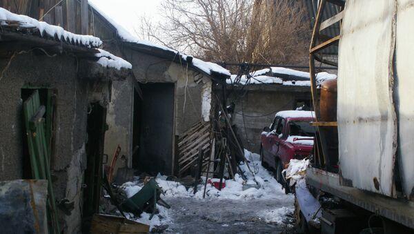 Дом, разрушенный в результате обстрела украинскими силовиками в Донбассе. Архивное фото
