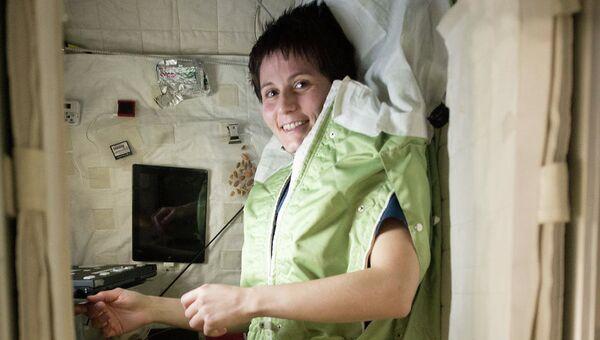 Астронавт Саманта Кристофоретти в своем спальном мешке. Архивное фото