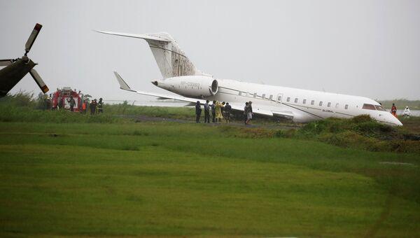 Самолет с чиновниками президента Филиппин потерпел аварию при взлете
