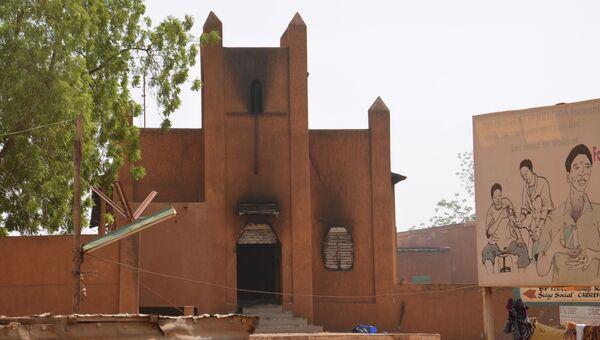 Протестующие против карикатур Мухаммеда в журнали подожгли церковь в Нигере