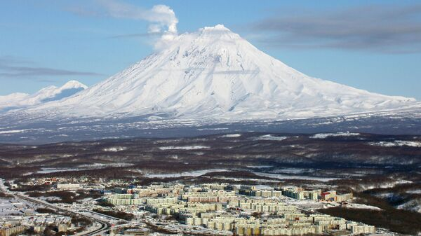 Вулкан Корякский и Петропавловск-Камчатский