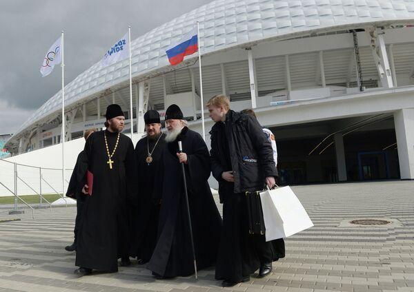 Патриарх Московский и всея Руси Кирилл после посещения стадиона Фишт в Олимпийском парке в Сочи