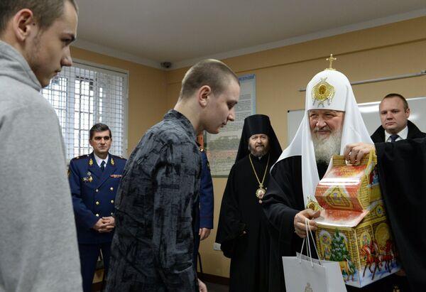 Патрирах Московский и всея Руси Кирилл во время посещения следственного изолятора №5 в Москве