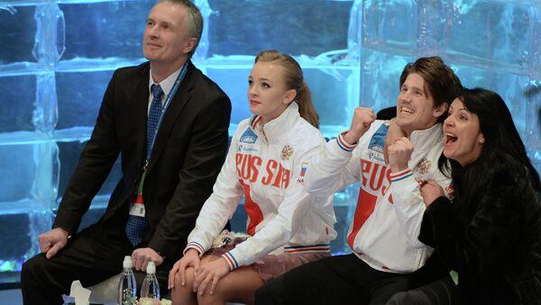 Фигуристы Александра Степанова и Иван Букин (Россия), тренеры Ирина Жук и Александр Свинин