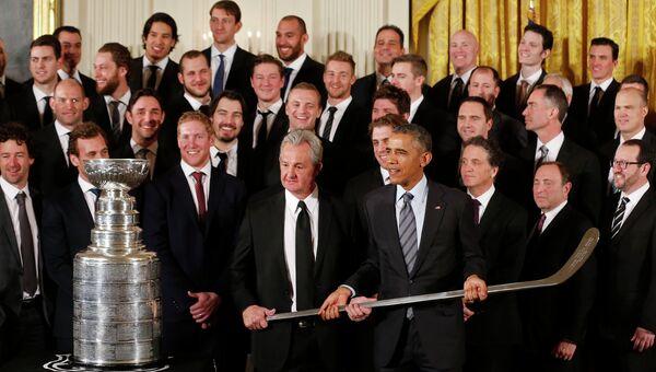Барак Обама с победителями чемпионата НХЛ