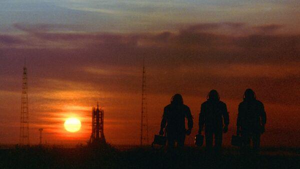 Космонавты на космодроме Байконур. Архивное фото
