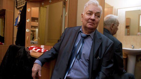 Актер Михаил Державин перед началом юбилейного вечера, посвященного 75-летию Центрального Дома актера. Архивное фото
