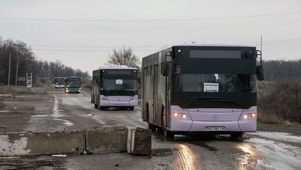 Автобусы для эвакуации беженцев выехали из Углегорска в Дебальцево. 6 февраля 2015