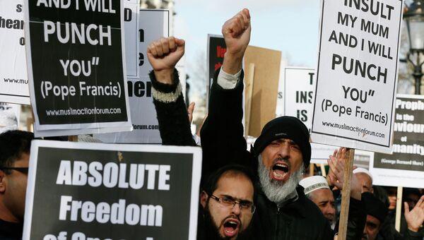 Протестующие мусульмане на Даунинг стрит