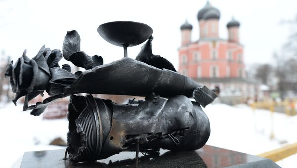 Скульптурная композиция  из осколков минометных снарядов в память о погибшем репортере МИА Россия сегодня Андрее Стенине.