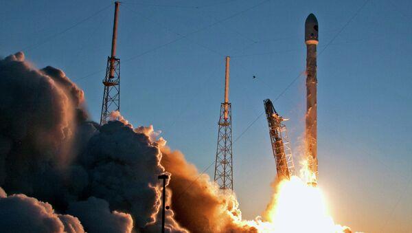 Запуск беспилотной ракеты Falcon 9. Архивное фото