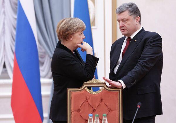 Канцлер Германии Ангела Меркель и президент Украины Петр Порошенко во Дворце независимости в Минске